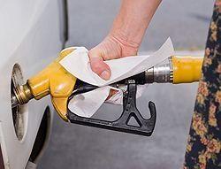 Rossz hír a benzineseknek: drágít a MOL