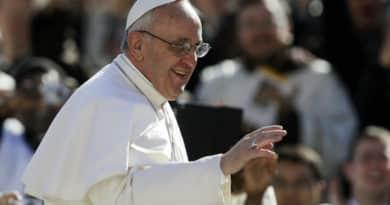 Ferenc pápa elítéli a pénz uralmát