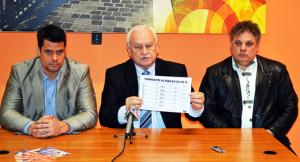 Harrach Péter bejelenti az aláírások összegyűjtését - Pető Tibor, Fördős Attila-520