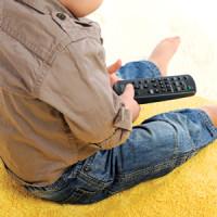 tévéző kisgyerek