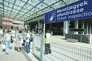 Áprilisban újra peronkapuk a pályaudvarokon