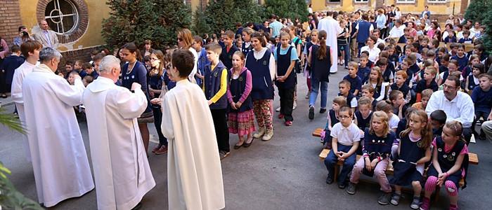 egyházi iskola-700