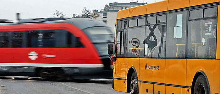 busz és vonat-700