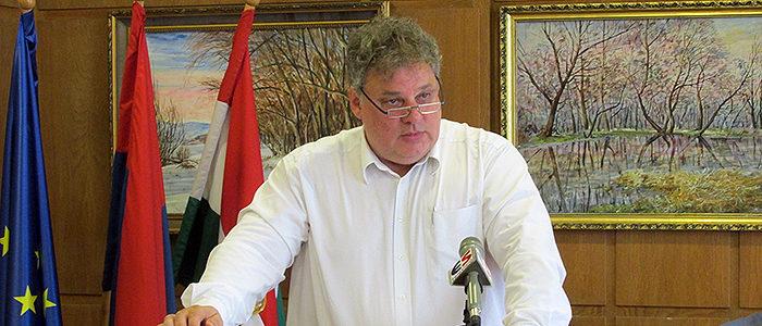 Fördős Attila sajtótájékoztatót tart
