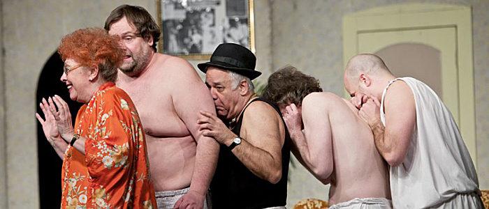 Négy férfi gatyában színdarab-700