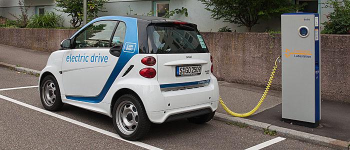 elektromos-auto-toltoallomas-700