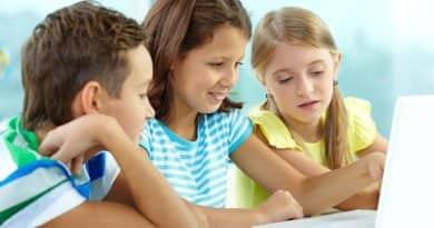 A gyerekek túl korán neteznek, a szülők pedig túl lazák