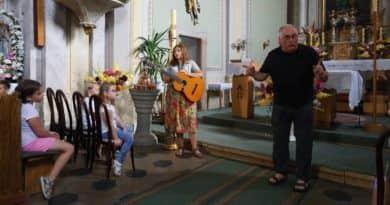 Kerékpáros, fociszerető lengyel pap szolgál Sződön és Csörögben