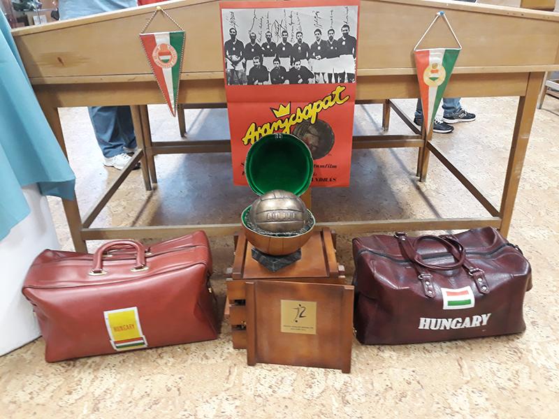 A legendás Aranycsapathoz kapcsolódó relikviák is láthatók a váci kiállításon