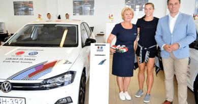 Új Volkswageneket kaptak a kézis lányok és szakvezetők