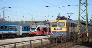 Óriási változás jön a hazai vasútállomásokon