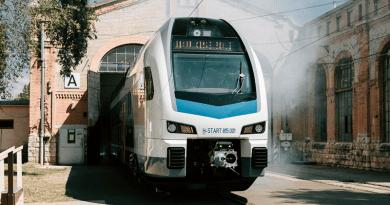 Újabb emeletes motorvonatokat gyárthat a Stadler