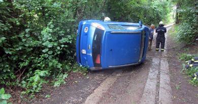 A Mély úton borult fel egy autó Kismaroson