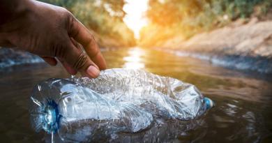A csapvízben nincs mikroműanyag – és az ásványvízben?