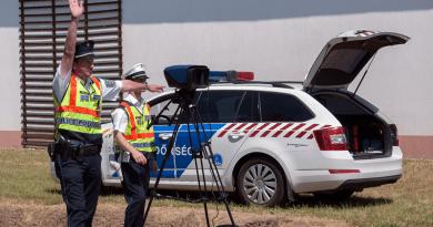 Szórta a rendőrség a büntetéseket a gyorshajtóknak