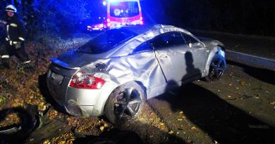 Felborult egy autó az M2-esen Sződliget közelében