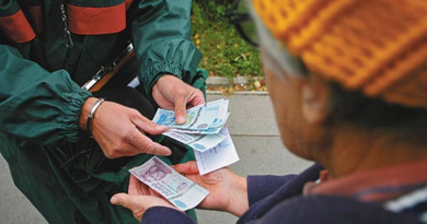 A Posta korábban fejezte be a nyugdíjak kézbesítését