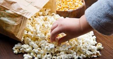 A popcornnal együtt faljuk a műanyagot is