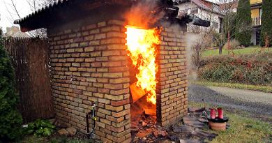 A szobi tűzben még a gázóra is lángra kapott