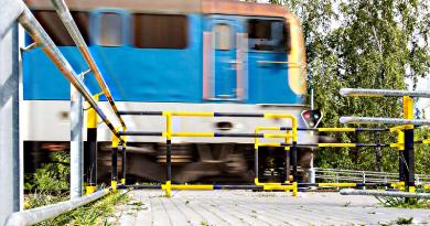 Sínekre tett fűnyírót csapott el a váci vonat Dunakeszinél