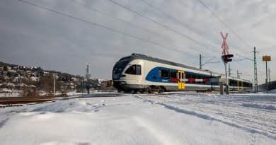 Kevesebb a baleset a vasúti átjárókban, de több a halálos
