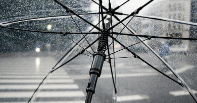 Esernyő és vastag ruha – mindkettőre szükség lesz