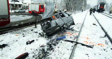 A sofőr kiugrott a kocsiból, mielőtt a vonat megérkezett