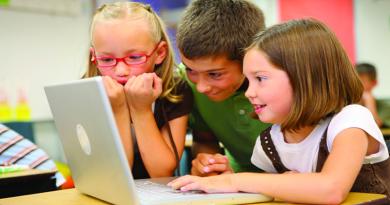Változtat a YouTube: nagyobb biztonság a gyerekeknek