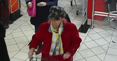 Az áruházban ellopta egy vevő pénztárcáját