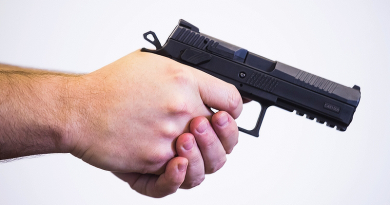 Cseh pisztolyokra cserélik a váci rendőrök fegyvereit