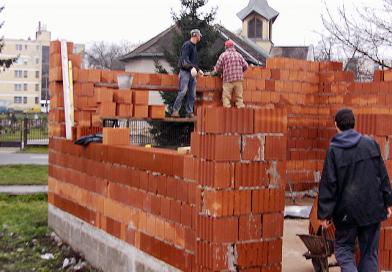Vasárnap, illetve ünnepnap nem megengedett az építés és bontás