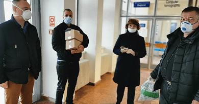 Koronavírus: védőeszközöket adtak át a kórháznak
