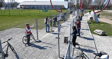 Koronavírus: Konstanzban kevés volt egy kerítés