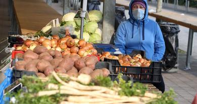 Városi hétvégi korlátozások: csak a piacon kötelező a maszk viselése