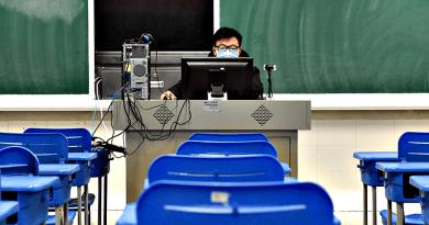 A tanárok kiadják a feladatokat, a szülők meg stresszelnek