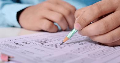 Több száz írásbeli érettségi vizsgát írtak a Madáchban, az osztálytársak örültek a viszontlátásnak