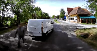 Újabb büntetőfékezgető agresszív sofőrt kapcsoltak le a rendőrök