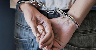 Különös bűnügy: autókat és pénzt vitt el a munkahelyéről