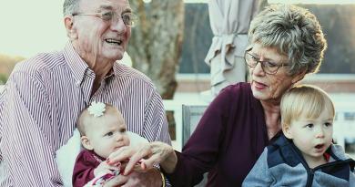 A nagymama posztolta unokái fotóját, bíróság elé kellett állnia