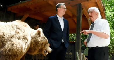 A botanikus kert és a medveotthon összefogott: indul a Medve a Kertben