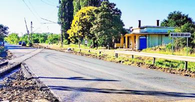 Átadták a Gödöllői út felújított vasúti csomópontját, pályázik a város