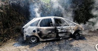 Teljesen kiégett egy autó vasárnap délután Nagymaroson