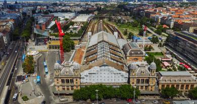 Mindkét daru dolgozik – a Nyugati tetőszerkezetének bontása folyamatos