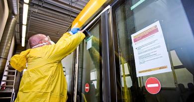 Ózongenerátorral fertőtlenítik a buszokat, de ellenőrzik a szájmaszk viselését is