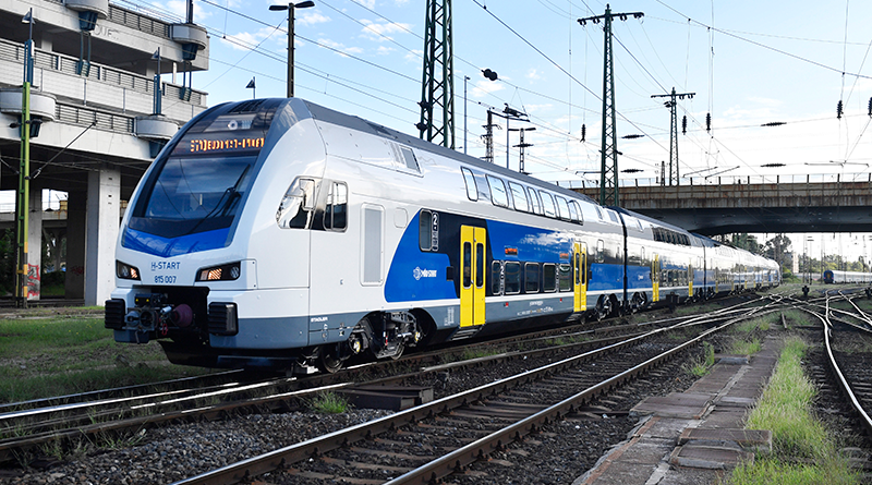 Hétfőtől már négy új emeletes motorvonat közlekedik majd a váci vonalon