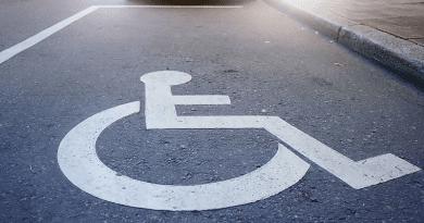 A mozgáskorlátozottak kérték: négy új parkolóhelyet alakít ki a város