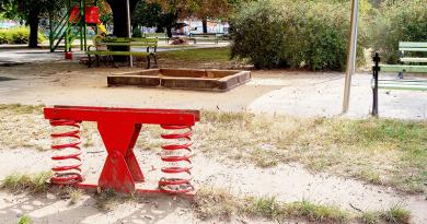 Szándékos rongálás a játszótereken, nyomravezetői díjat ajánlott a város