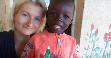 Amikor magyar gyermekdalokat is énekeltünk az afrikai árvaházban