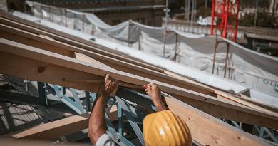 Véget ér az üvegfelületek bontása a Nyugati tetőszerkezetén
