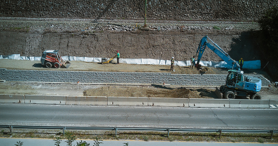Még dolgoznak a támfal építésén a dömösi vasúti megállónál
